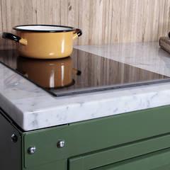 VERY SIMPLE KITCHEN: Cucina attrezzata in stile  di Riccardo Randi