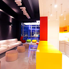 Tegas Jana - South Gate Commercial Building:  Offices & stores by inDfinity Design (M) SDN BHD, Industrial