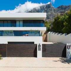House Glencoe:  Single family home by JBA Architects