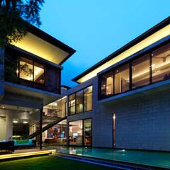 Kampung Tunku House:  Pool by MJKanny Architect
