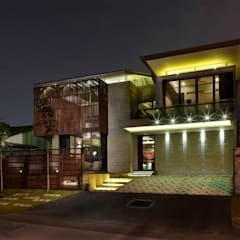 Exterior front facade: modern Houses by MJKanny Architect