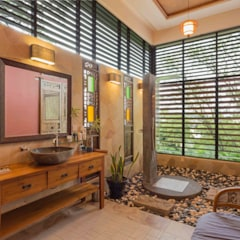 tropical Bathroom by MJKanny Architect