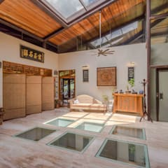 MJ Kanny Architect Balcones y terrazas de estilo tropical