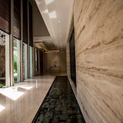 Corridor & hallway by MJKanny Architect