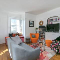 Un salon cosy et lumineux avec un coin lecture: Salon de style de style Classique par E.D. Décoration d'Intérieur