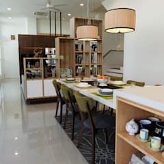 Contemporary Tropical , 3-Storey semi-D Tropical style dining room by inDfinity Design (M) SDN BHD Tropical