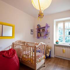 Habitaciones para niñas de estilo  por Annalisa Carli
