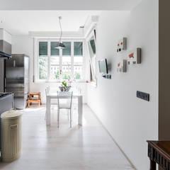 Appartamento in villa: Cucina in stile in stile Eclettico di Annalisa Carli