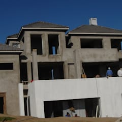 Haciendas de estilo  por Mills Fine Homes - Construction . Project Management . Design