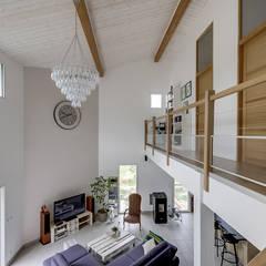 Aménagement d'intérieur maison neuve: Salon de style  par Agence 360 degrés