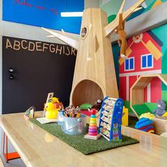 Zona Infantil: Salas de estilo  por Maria Mentira Studio,