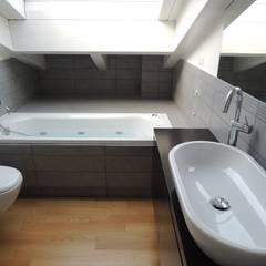 13FG: Bagno in stile in stile Moderno di Chantal Forzatti architetto
