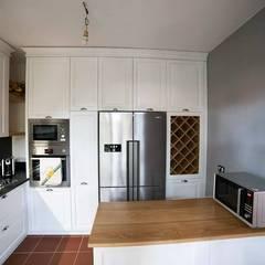 Built-in kitchens by Falegnameria Grelli Danilo