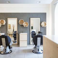 C'era una volta il barbiere | Intervento di restyling di un parrucchiere per uomo: Negozi & Locali commerciali in stile  di Design for Love