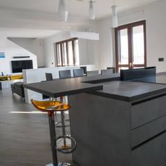ATTICO A TORINO: Cucina attrezzata in stile  di ARREDAMENTI AGATA