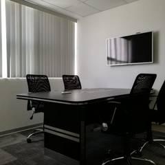 Sala de Reuniones: Oficinas de estilo moderno por Soluciones Técnicas y de Arquitectura