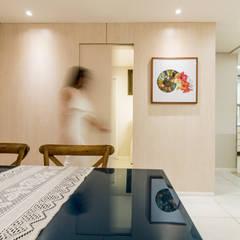 Sala/ Suíte: Salas de jantar tropicais por Coletânea Arquitetos