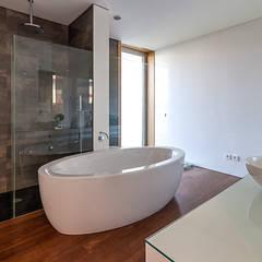 Fotografia de arquitetura – Moradia Unifamiliar: Casas de banho  por ARKHY PHOTO