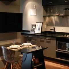 michigan i: Cozinhas embutidas  por BARBARA PITANGUEIRA ARQUITETA