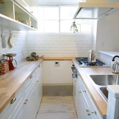 Kitchen by TBJインテリアデザイン建築事務所