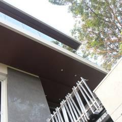 Rumah Tinggal Mewah di Semarang:  Teras by Paulus Adi Budianto