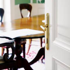Деревянные двери в . Автор – Schwarzott Einrichtungshaus & Werkstätte