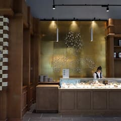 Interior Design for french pastry store in China: Restaurants de style  par jun wan dumont