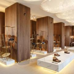 SHABELSKY Boutique: Офисы и магазины в . Автор – MONO ARCHITECTS