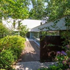 Gevel:  Villa door Geert van den Oetelaar . Architect
