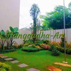 Tukang taman Surabaya - Taman Depan:  Halaman depan by Tukang Taman Surabaya - Tianggadha-art