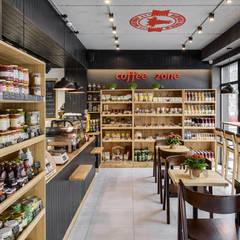 Отделка, столешницы и мебель выполнены из натурального дерева: Офисы и магазины в . Автор – Art-i-Chok