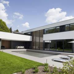 Vrijstaand woonhuis Oisterwijk:  Huizen door Geert van den Oetelaar . Architect