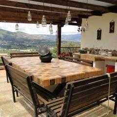 Casa De Campo El Cucharal: Comedores de estilo clásico por ProEscala- Arquitectos