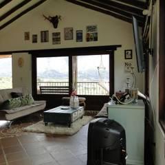 Casa De Campo El Cucharal: Salas de estilo  por ProEscala- Arquitectos