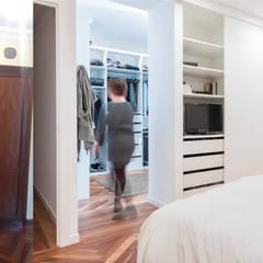 Antes_después de armario a vestidor: Vestidores de estilo  de MAGA - Diseño de Interiores
