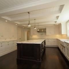 New England style kitchen by Lichelle Silvestry: Cuisine de style  par Lichelle Silvestry
