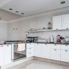 Cocina terminada: Cocinas equipadas de estilo  por PRAGMA Arquitectura