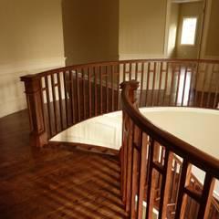: Escadas  por Shine Star Flooring