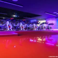 Klub Sportowy Fabryka Formy : styl , w kategorii Podłogi zaprojektowany przez Bautech Sp. Z O.O.