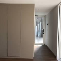 Corridor & hallway by 마룸