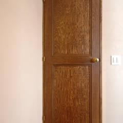 Projekty,  Drzwi drewniane zaprojektowane przez スタジオ・スペース・クラフト一級建築士事務所