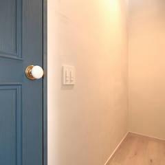 上越市K邸: スタジオ・スペース・クラフト一級建築士事務所が手掛けた女の子部屋です。