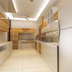 Residence Pinjaniji: Kitchen By KHOWAL ARCHITECTS + PLANNERS