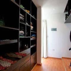Dormitorios de estilo  por homify , Moderno Hormigón