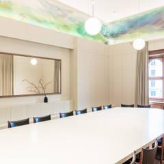 Großer Sitzungssaal des Verband Österreichischer Banken und Bankiers:  Arbeitszimmer von AllesWirdGut Architektur ZT GmbH