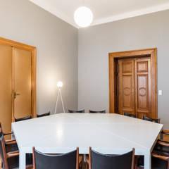 Kleiner Sitzungssaal des Verband Österreichischer Banken und Bankiers:  Arbeitszimmer von AllesWirdGut Architektur ZT GmbH