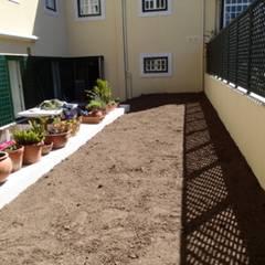 Bairro Alto, um espaço urbano: Jardins  por Maria Mayer | Interior & Landscape Design,Asiático