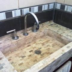 BAÑO: Baños de estilo moderno por I.S. ARQUITECTURA