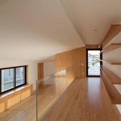 Suelos de estilo  de e|348 arquitectura