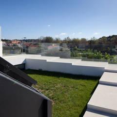Techos de estilo  por e|348 arquitectura